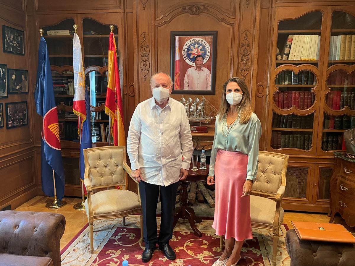 Marta Blanco y Embajador de Filipinas
